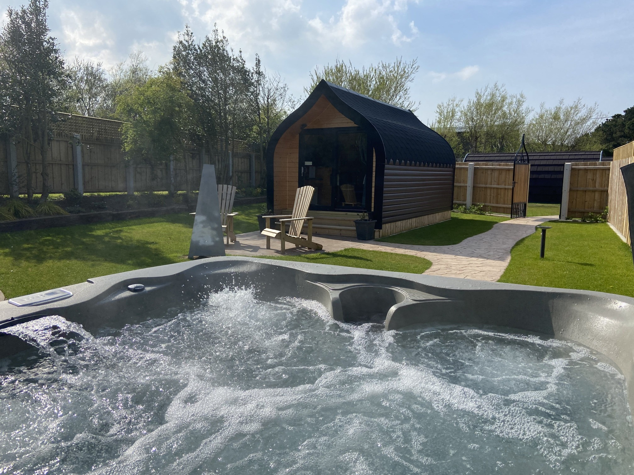 'Binevenagh Hideaway' with Private Hot tub